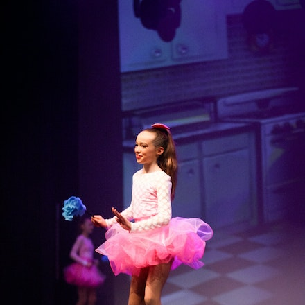 Housewives - House Of Dance Disco ... beyond the mirror ball!