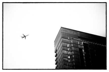 MG_2346 Chicago - An airliner and building in juxtaposition, Chicago, USA