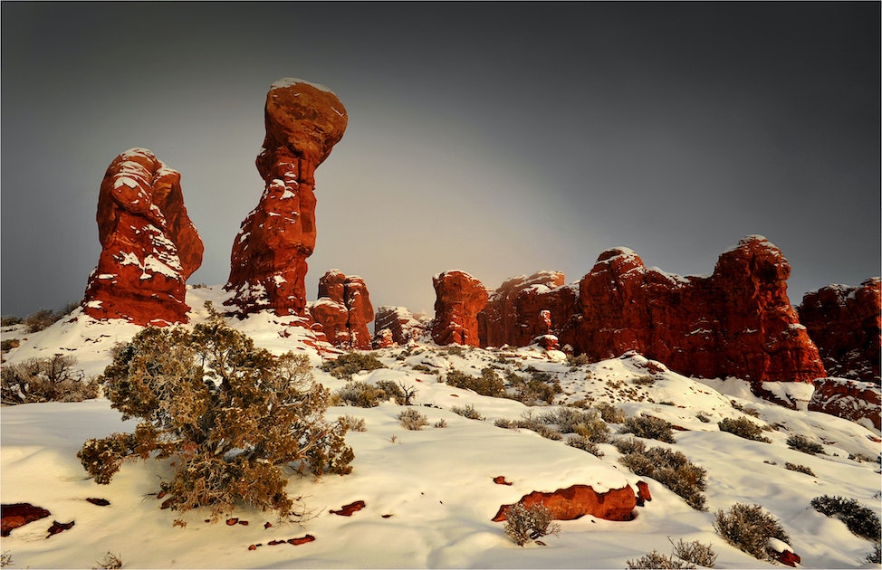 ArchesNP-Balanced-Rock-Winter-U012-11x17