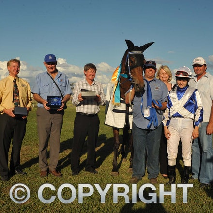 100925_SR1_8282 - at the Longreach Races, Saturday September 25, 2010.  sr/Photo by Sam Rutherford.